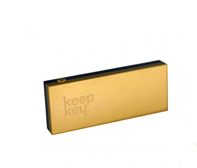 Аппаратный кошелек во многом превосходит бумажный, он еще более надежный и безопасный, при этом пользоваться им удобней